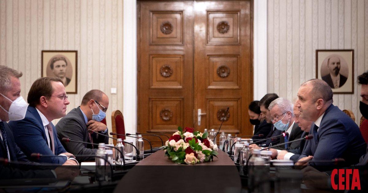 Еврокомисарят по разширяването Оливер Вархели бе на визита в София