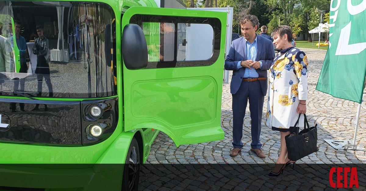 Първият електрически лекотоварен автомобил L CITY, произведен изцяло от българската