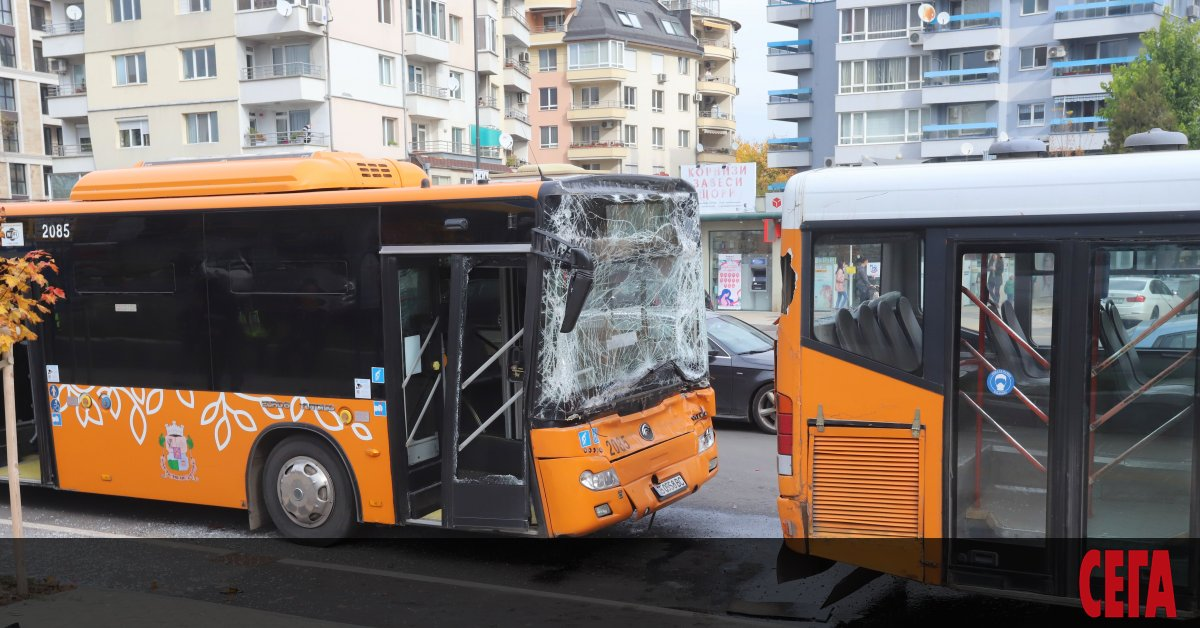 """Два автобуса катастрофираха на бул. """"Тодор Каблешков"""" в София, единият"""