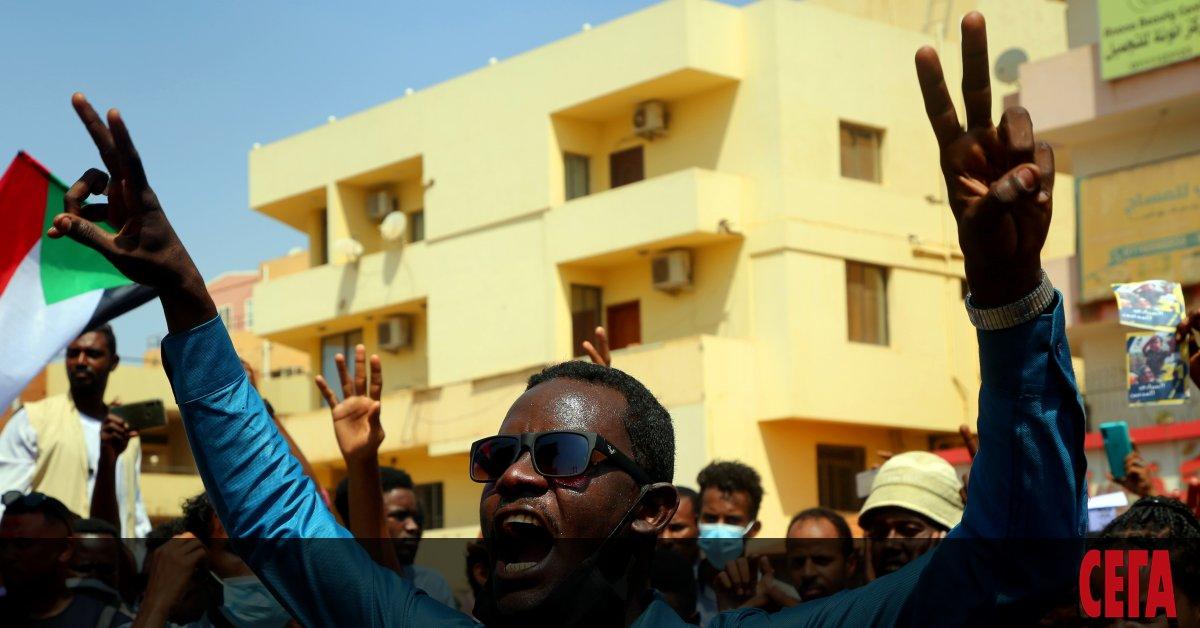 Четирима министри и високопоставени служители от Хартум бяха арестувани в